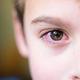 У ребенка глаз слезится и болит - что делать?