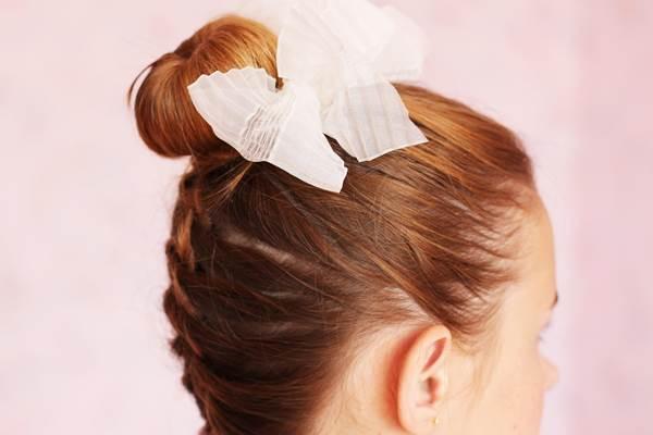 Прическа на 1 сентября на волосы своими руками 7