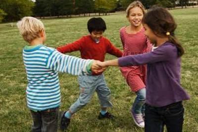 игра с залом, игры на знакомство в лагере, игры в автобусе для детей в лагере