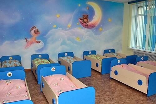 оформление спальной комнаты в детском саду