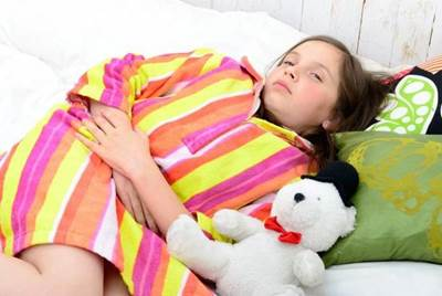 У ребенка болит низ живота слева