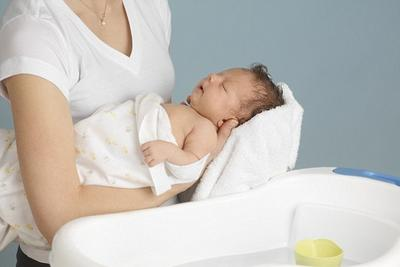 нужно ли купать новорожденного каждый день